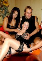 "Junge Talente für die Pornobranche ""swingen"" im Swingerclub Feelings in Vellmar"
